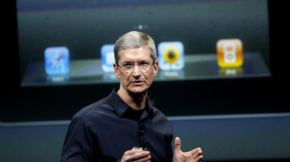 'Apple CEO Tim Cook speaks about the iPhone 4S at Apple headquarters in Cupertino, California October 4, 2011. REUTERS/Robert Galbraith (UNITED STATES - Tags: SCIENCE TECHNOLOGY BUSINESS)'