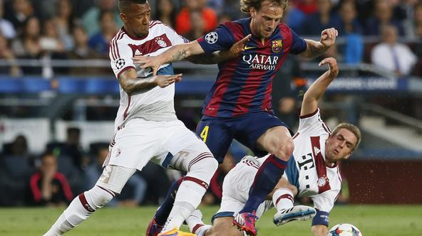 Football - FC Barcelona v Bayern Munich - UEFA Champions League Semi Final First Leg - The Nou Camp, Barcelona, Spain - 6/5/15 Barcelona's Ivan Rakitic in action with Bayern Munich's Jerome Boateng and Philipp Lahm Reuters / Albert Gea
