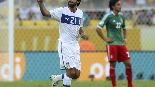 'Italy\'s Andrea Pirlo (L) celebrates his free kick goal during their Confederations Cup Group A soccer match against Mexico at the Estadio Maracana in Rio de Janeiro June 16, 2013.  REUTERS/Pilar Oli