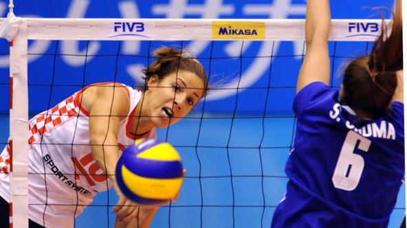 'Croatia\'s captain Maja Poljak (L) spikes the ball past Onuma Sittirak of Thailand (R) during their Pool C preliminary round match at the FIVB 2010 Women\'s Volleyball World Championships in Matsumot
