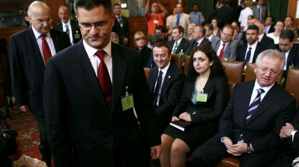 'Serbia\'s Foreign Minister Vuk Jeremic (2nd L) arrives at the International Court of Justice at the Peace Palace in The Hague as Kosovo\'s Foreign Minister Skender Hyseni (R) looks on, July 22, 2010.