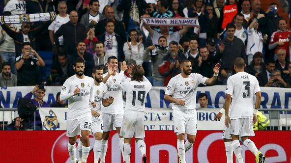 Real Madrid's Cristiano Ronaldo (3rd L) celebrates scoring against Shakhtar Donetsk with teammates during their Champions League Group A soccer match at Santiago Bernabeu stadium in Madrid, Spain, September 15, 2015. REUTERS/Susana Vera