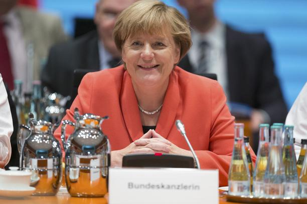 German Chancellor Angela Merkel attends a meeting of German state leaders to discuss the migrant crisis at the Chancellery in Berlin, Germany, September 24, 2015. REUTERS/Hannibal Hanschke