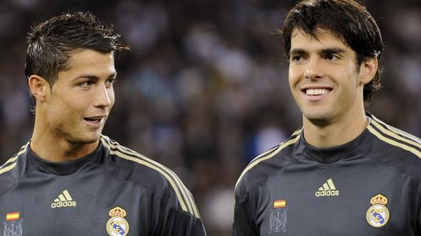 'Real Madrid\'s Cristiano Ronaldo (L) talks to his teammate Kaka prior to their Champions League football game versus FC Zurich on September 15, 2009 in Zurich. Real Madrid won 5-2.    AFP PHOTO / FAB