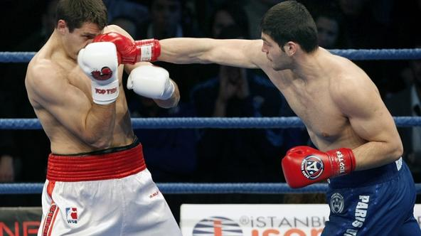 'Istanbulls\'s Oleksiy SIVKO (L) and Paris United\'s Filip HRGOVIC (R) during their World Series of Boxing fight in (+91 kg) at Ahmet Comert Arena in Istanbul, Turkey, Friday, February 25, 2010. Photo