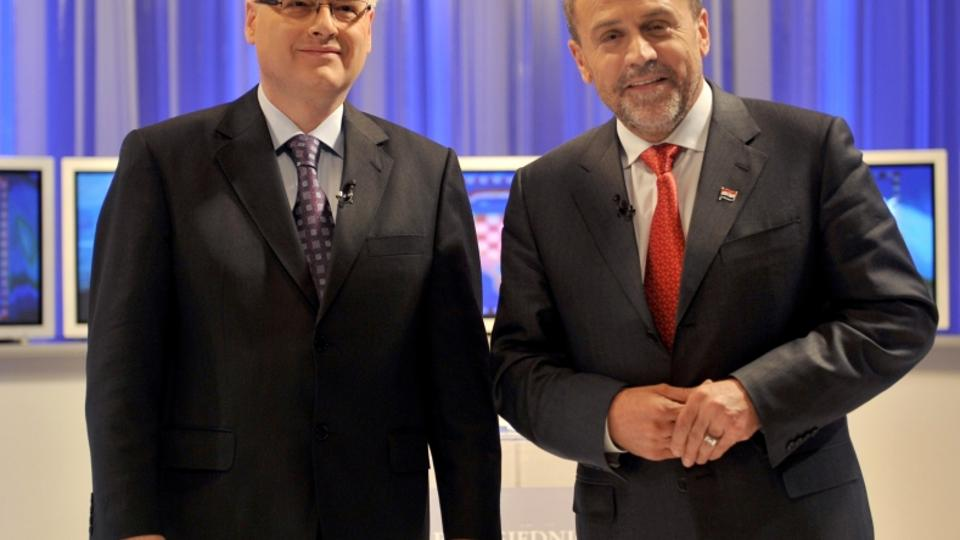 'Two main candidates for the upcoming second round of Croatian presidential elections - main opposition Social Democrats Party\\u0092s Ivo Josipovic (L) and independent Milan Bandic, pose for the pict