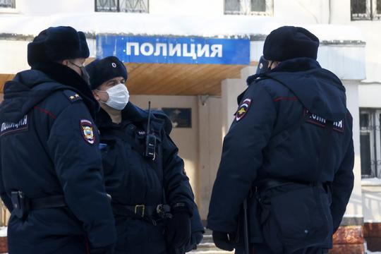 Police department where opposition activist Alexei Navalny is held