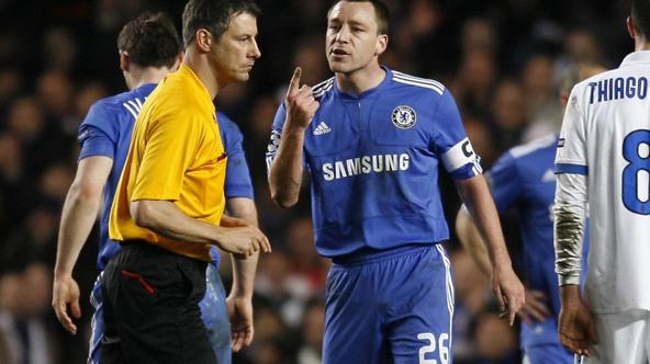 'Chelsea\'s Captain John Terry (C) gestures to German referee Wolfgang Stark (L) during the match against Inter Milan during their UEFA Champions League Second Round, Second Leg football match at Stam