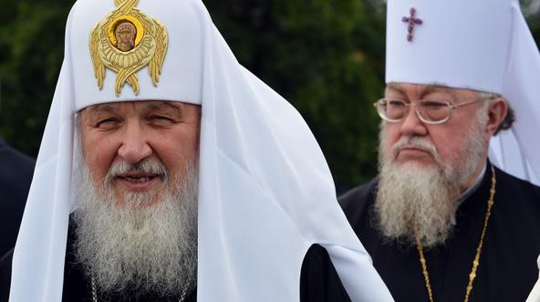 'Russian Orthodox Patriarch Kirill (L) and Patriarch of Poland, Sawa, (R) talk to the journalists on August 16 at the airport in Warsaw. Kirill pays a four-day official visit to Poland. /AFP PHOTO/JAN