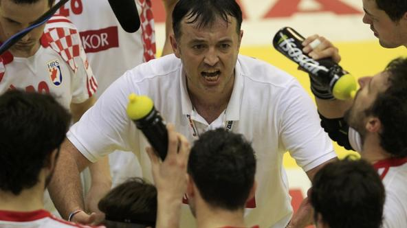 \'Croatia\'s head coach Slavko Goluza instructs players during game against Spain at their Men\'s European Handball Championship main round match in Novi Sad January 22, 2012.                       RE