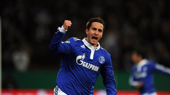 'Schalke\'s Croatian striker Mario Gavranovic celebrates after scoring the 1-1 during the German Cup quarter-final football match of FC Schalke 04 against 1. FC Nuremberg on January 25, 2011 in Gelsen