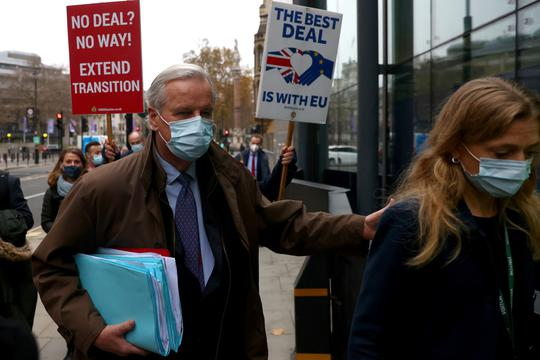 EU chief negotiator Michel Barnier wearing a face mask arrives for Brexit talks in London