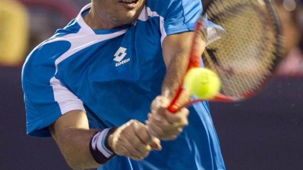 'Croatia\'s Ivan Dodig hits a return to Spain\'s Rafael Nadal at the Rogers Cup tennis tournament in Montreal, August 10, 2011.  REUTERS/Christinne Muschi(CANADA - Tags: SPORT TENNIS)'