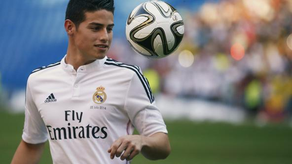 Colombia's soccer player James Rodriguez controls the ball during his presentation at the Santiago Bernabeu stadium in Madrid, July 22, 2014. Real Madrid have signed Rodriguez from Monaco on a six-year contract, the La Liga club said on Tuesday. The World