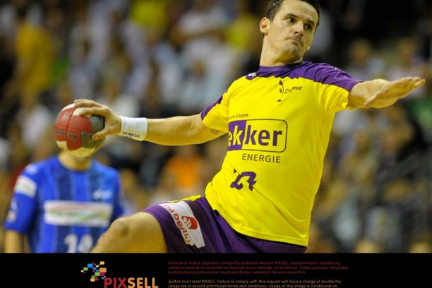'Berlin\'s Ivan Nincevic throws the ball during the German Handball-Bundesliga match between Fuechse Berlin and HSV Hamburg in Berlin, Germany, 11 September 2011. Photo: Soeren Stache/DPA/PIXSELL'