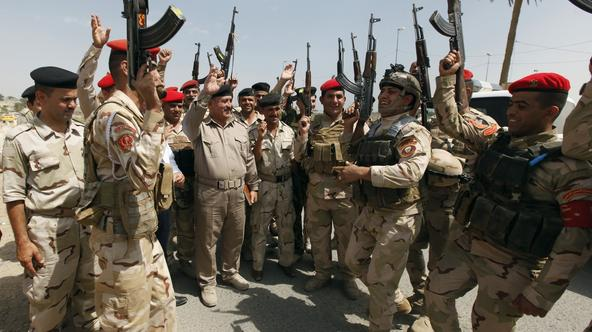 Members of Iraqi security forces chant slogans in Baghdad June 13, 2014. Sunni Islamist militants gained more ground in Iraq overnight, moving into two towns in the eastern province of Diyala, while U.S. President Barack Obama considered military strikes