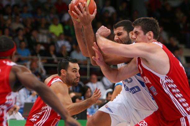 \'Greece\'s Ioanis Bourousis (L) vies with Croatia\'s Stanko Barac (R) during the EuroBasket 2011 first round group C qualifying basketball match between Greece and Croatia at the Arena in Alytus on S