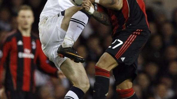 'AC Milan\'s Kevin-Prince Boateng (R) challenges Tottenham Hotspur\'s Luka Modric during their Champions League soccer match at White Hart Lane in London March 9, 2011 .  REUTERS/Alessandro Bianchi (B