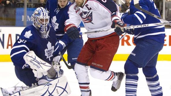 'Columbus Blue Jackets captain Rick Nash (C) drives the net as Toronto Maple Leafs goalie Jonas Gustavsson looks for the puck in the first period of their NHL hockey game in Toronto in this December 3
