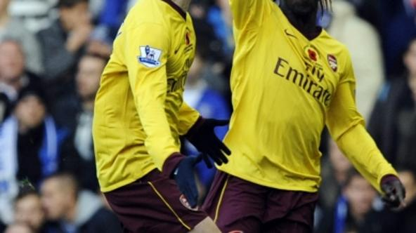 \'Arsenal\'s Bacary Sagna (R) celebrates scoring against Everton with Sebastien Squillaci during their English Premier League soccer match in Liverpool, northern England November 14, 2010. REUTERS/Nig