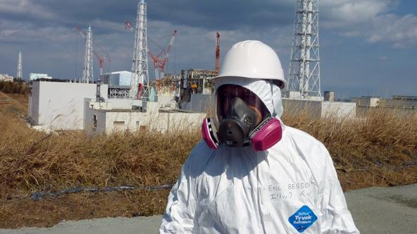 'French Industry and Energy Minister Eric Besson visits the stricken Tokyo Electric Power Co. (TEPCO) Fukushima Daiichi nuclear power plant in Okuma in Fukushima prefecture, northern Japan on February