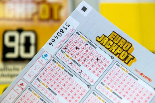 Eurojackpot with 90 million Euro