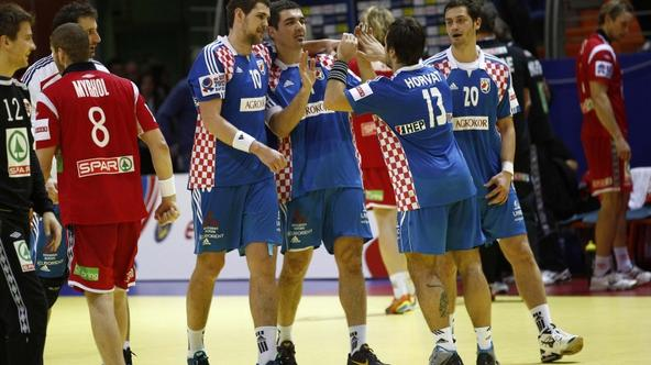 'Croatia\'s players celebrate their victory against Norway at the end of their Men\'s European Handball Championship Group D match in Vrsac January 20, 2012. REUTERS/Ivan Milutinovic (SERBIA - Tags: S