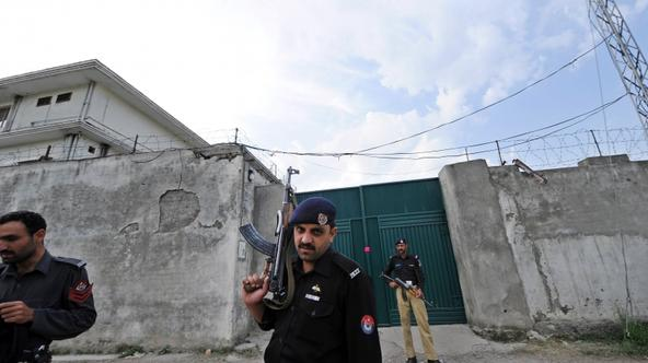 'Pakistani policemen stand guard outside the hideout house of slain Al-Qaeda leader Osama bin Laden in Abbottabad on May 5, 2011.  US officials said they gave no notice to Pakistan before the May 2, 2