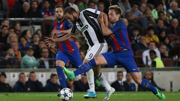 Football Soccer - FC Barcelona v Juventus - UEFA Champions League Quarter Final Second Leg - The Nou Camp, Barcelona, Spain - 19/4/17 Juventus' Gonzalo Higuain in action with Barcelona's Ivan Rakitic  Reuters / Sergio Perez Livepic