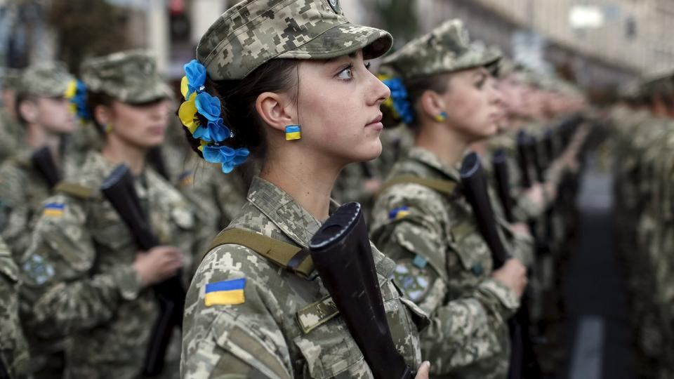 Ukrainian servicemen take part in a rehearsal for the Independence Day military parade, in the center of Kiev, Ukraine, August 20, 2015. The parade will take place this Monday. REUTERS/Gleb Garanich