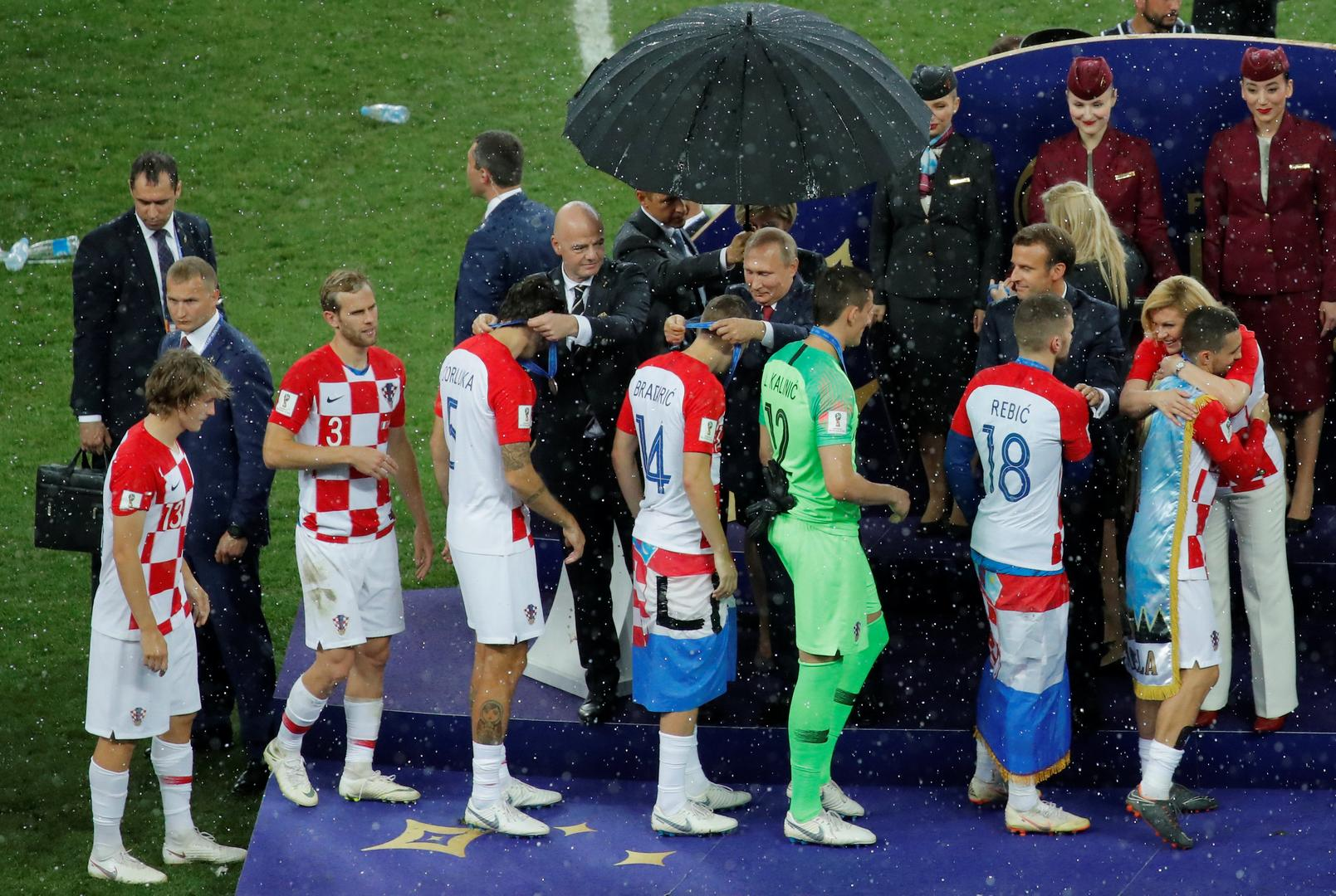 Here's why Putin had an umbrella while our presiding officer fell