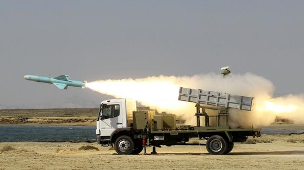 'Iranian short-range Nasr missile is launched on the last day of navy war games near the Strait of Hormuz in southern Iran on January 2, 2012. AFP PHOTO/JAMEJAMONLINE/EBRAHIM NOROOZI'