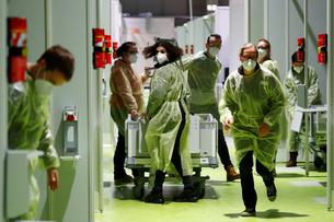 Medical staff take part in a fire drill to evacuate the Corona Treatment Center Jaffestrasse in Berlin