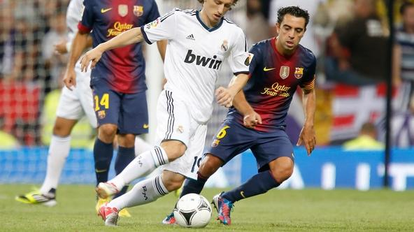 'Real Madrid\'s Luka Modric against Barcelona\'s Xavi Hernandez during Super Cup match. August 29, 2012. Foto © nph / Alvaro Hernandez). *** Local Caption ***'