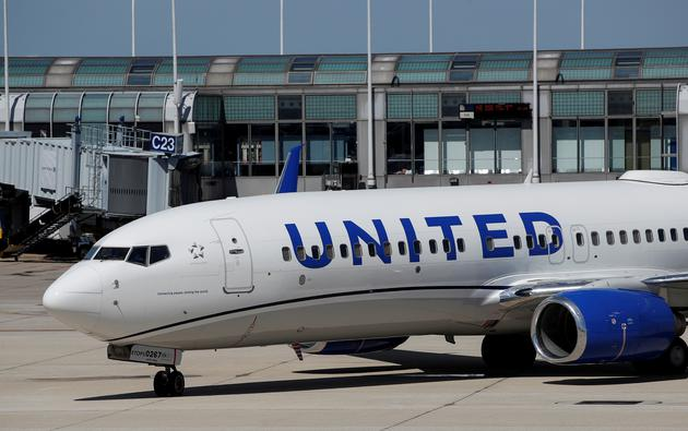 FILE PHOTO: FILE PHOTO: United Airlines first new livery Boeing 737-800 arrives at O'Hare International Airport in Chicago