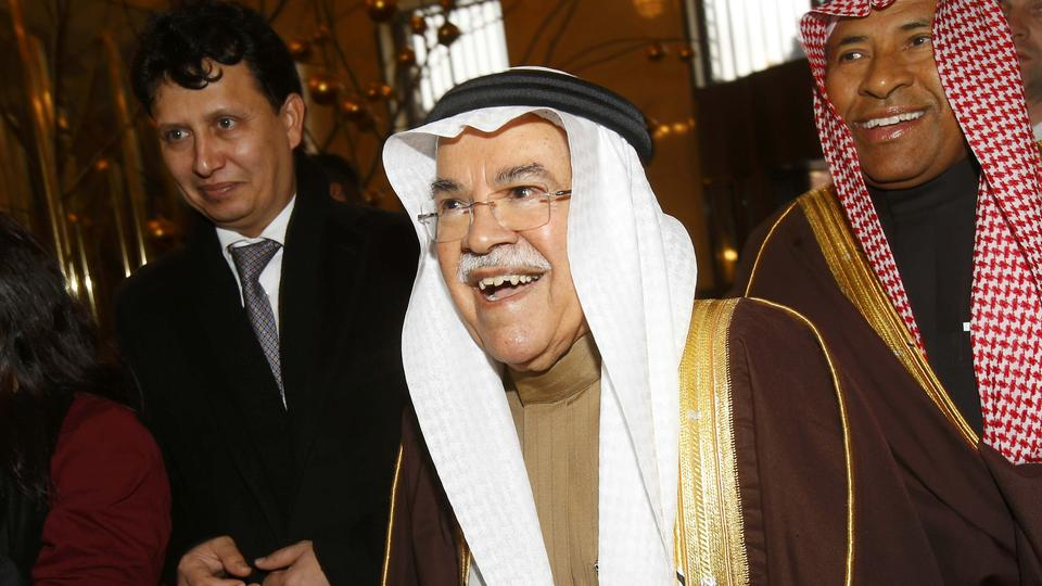 Saudi Arabian Oil Minister Ali al-Naimi (C) arrives at his hotel ahead of a meeting of OPEC oil ministers in Vienna, Austria, December 1, 2015.  REUTERS/Heinz-Peter Bader