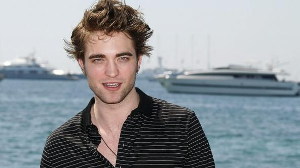 'Actor Robert Pattinson poses during a photocall at the 62nd Cannes Film Festival May 19, 2009. Twenty films compete for the prestigious Palme d'Or which will be awarded on May 24.   REUTERS/Regis Du