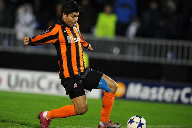'FC Shakhtar Donetsk\'s forward Eduardo scores his goal against Partizan Belgrade  during their UEFA Champions League Group H football match at the Partizan Stadium in Belgrade on November 23, 2010.