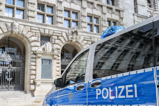 Leipzig city hall cleared after bomb threat