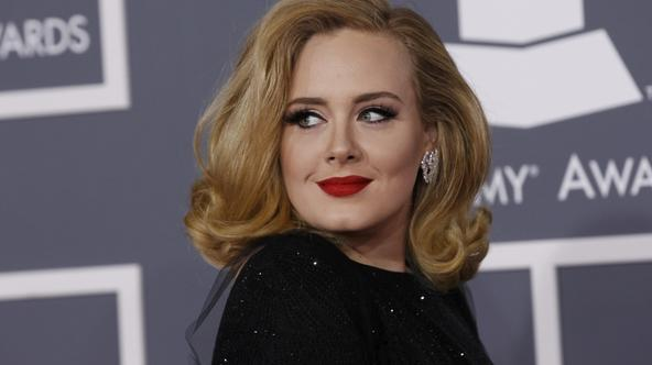 'Singer Adele poses as she arrives at the 54th annual Grammy Awards in Los Angeles, California, February 12, 2012.  REUTERS/Danny Moloshok   (UNITED STATES) (GRAMMYS-ARRIVALS)'