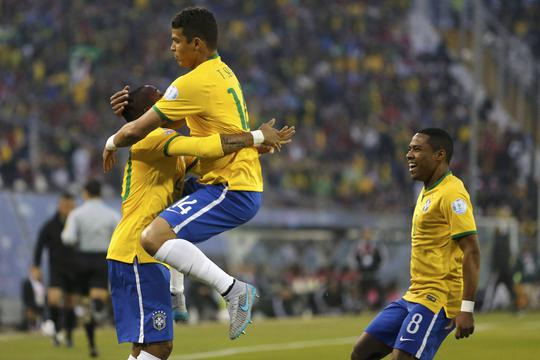 Brazil's Thiago Silva (14) celebrates his goal against Venezuela with Robinho during their first round Copa America 2015 soccer match at Estadio Monumental David Arellano in Santiago, Chile, June 21, 2015. REUTERS/Andres Stapff