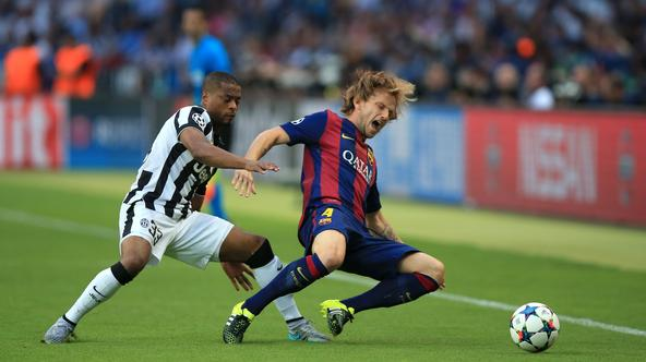 Soccer - UEFA Champions League - Final - Juventus v Barcelona - OlympiastadionBarcelona's Ivan Rakitic (right) and Juventus' Patrice Evra (left) battle for the ball.Mike Egerton Photo: Press Association/PIXSELL