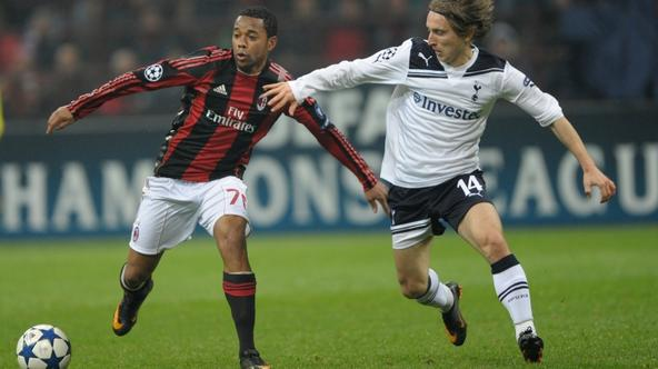 \'Tottenham\'s Croatian midfielder Luka Modric (R) fights for the ball with AC Milan\'s Brazilian forward Robinho during their Champions League football match on February 15, 2011 at San Siro Stadium