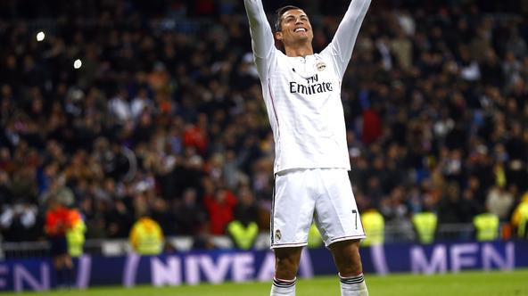 Real Madrid's Cristiano Ronaldo celebrates his third goal against Celta Vigo during their Spanish First Division soccer match at Santiago Bernabeu stadium in Madrid December 6, 2014.  REUTERS/Andrea Comas (SPAIN - Tags: SPORT SOCCER)