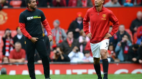 'Manchester United\'s English defender Rio Ferdinand (C), not wearing an anti-racism Kick It Out T-shirt, warms-up next to Brazilian midfielder Anderson before their team\'s English Premier League foo