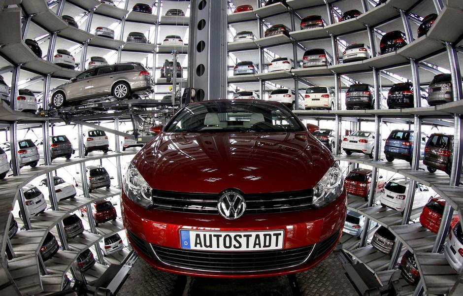 New Volkswagen models Golf Cabriolet and Passat are stored at the 'CarTowers' in the theme park 'Autostadt' next to the Volkswagen plant in Wolfsburg March 9, 2011. Volkswagen unveiled plans to cut 23,000 jobs in Germany to help achieve 3.7 billion euros  | Autor : Reuters/PIXSELL