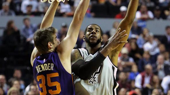 NBA: San Antonio Spurs vs Dallas Mavericks Jan 14, 2017; Mexico City, MEXICO; San Antonio Spurs forward LaMarcus Aldridge (12) shoots against the Phoenix Suns forward Dragan Bender (35) during the NBA game at the Mexico City Arena.  Mandatory Credit: Jos?