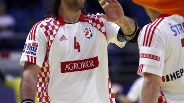 'Croatia\'s Ivano Balic celebrates his team\'s victory over Iceland after their Men\'s European Handball Championship Group D match in Vrsac January 16, 2012.    REUTERS/Ivan Milutinovic (SERBIA  - Ta