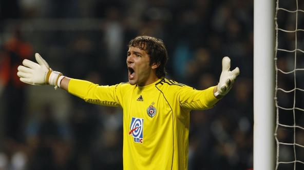 'Partizan Belgrade's goalkeeper Vladimir Stojkovic gestures during their Champions League Group H soccer match against Sporting Braga at the Braga City stadium October 19, 2010. REUTERS/Rafael March