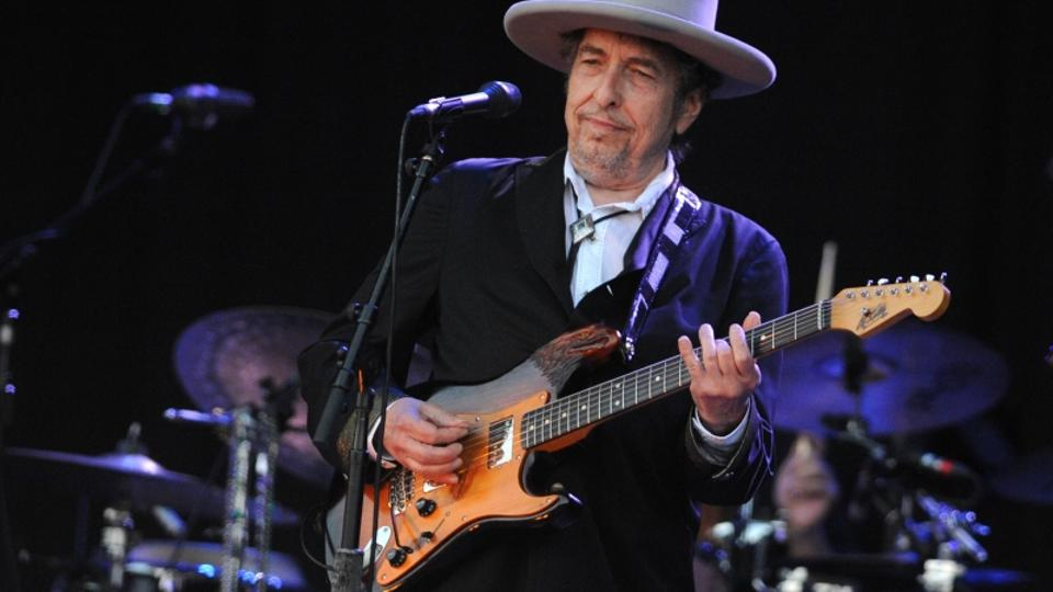 'US legend Bob Dylan performs on stage during the 21st edition of the Vieilles Charrues music festival on July 22, 2012 in Carhaix-Plouguer, western France.  AFP PHOTO / FRED TANNEAU'